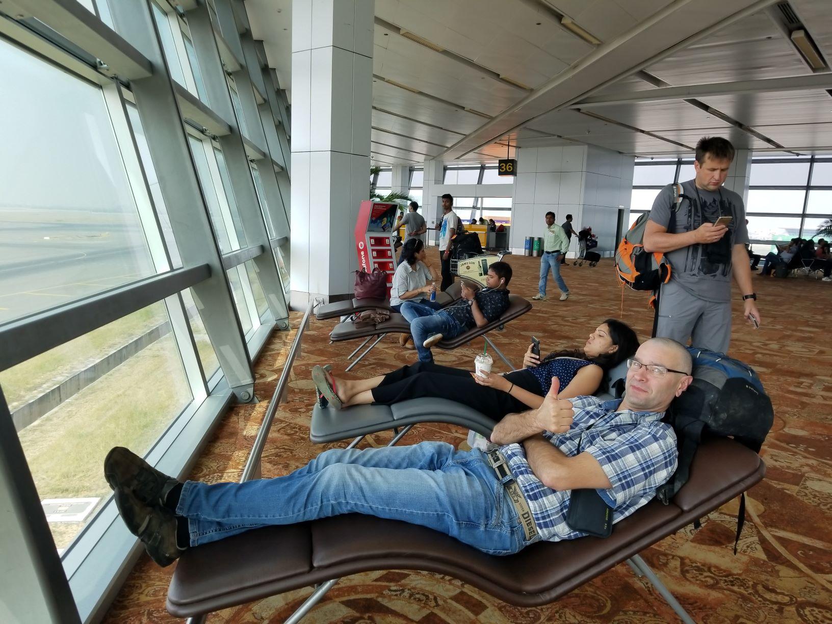 Deli lidosta - gaidam reisu uz Bagdogra