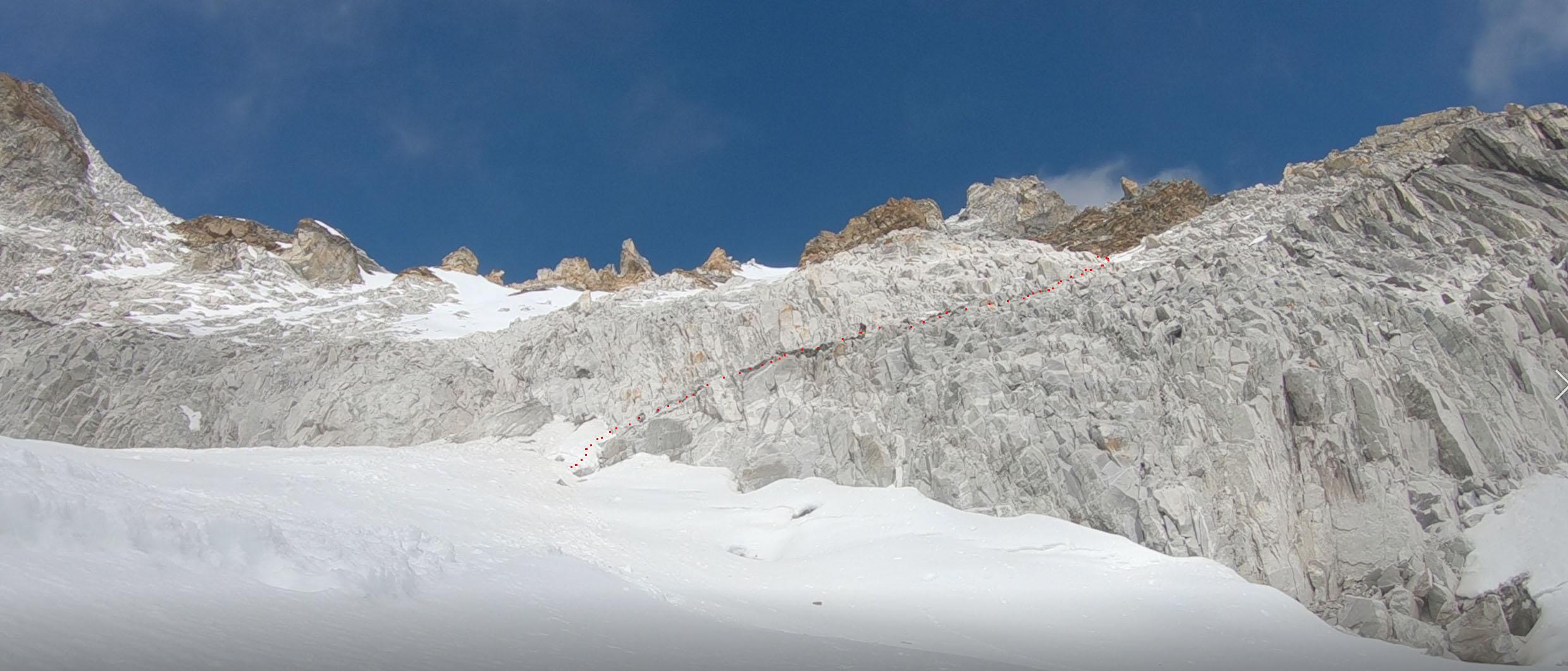 Kad uzlien augšā uz galvenā ledāja paveras skats uz sienu